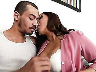 Hot Cougar Francesca Le Goes On The Prowl For Youthful Dudes On Her Lunch Cracks