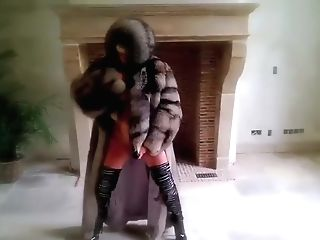 Total 1h Vanessa In Furs & High-heeled Shoes And Black Fucktoy Cougar
