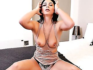 Ardent All Alone Cutie Roxy Mendez Is Impatient To Build Up Satisfaction On Her Own