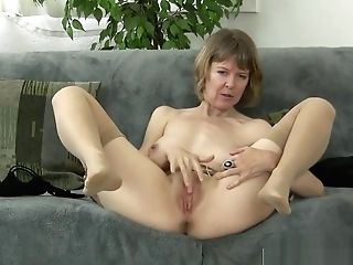 Big Caboose Faux Mommy Jamie Foster Gets Fucked Cool Hot Step-sonnie