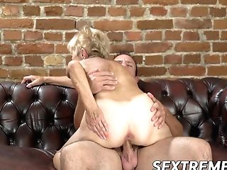 Old Seductress Eaten Out Before Big Dick Injection