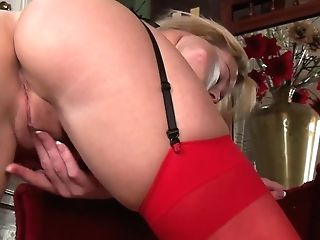 Good Looking Mummy Lucy Lauren Takes Off Crimson Sundress And Plays With Raw Labia
