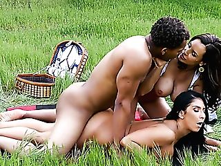 Wondrous Big Boobed Bombshell Lisa Ann Wanna Love Outdoor Interracial Orgy