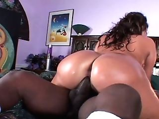 Curvy Suntanned Stunner With Jaw Pulling Down Assets Gets Fucked