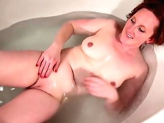 Crimson Haired Mommy, Aella Rae Is Too Horny To Skip Masturbating While Having A Loosening Bath