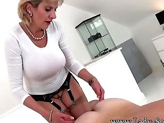 Erotic Rubdown And Hand Jobs From Lady Sonia