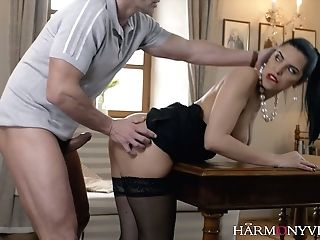 Alluring Whore Kira Queen Is Serving One Perverted Dude Like Nobody Else Before