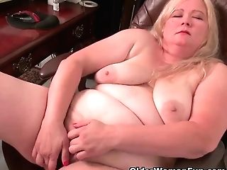 """yankee Bbw Cougar Jacks Loves Dildoing At The Office"""