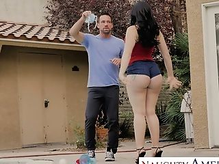 Big Bottomed Nestxdoor Cougar Mandy Muse Is Fucked By Hot Blooded Stud Johnny Castle